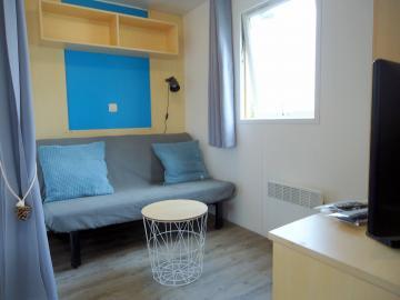 Camping les Grissotières hébergement  mobil-home  Surcouf salon
