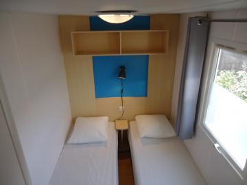 Camping les Grissotières location mobil-home Jhon-Fenn chambre 2 deux lits 80/190