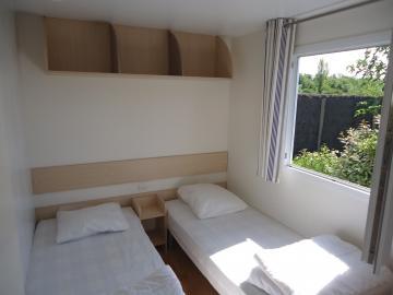 Camping Les Grissotières location mobil home Mary Read chambre 3 deux lits 80/190