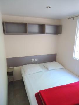 Camping les Grissotières location Mobil home chambre 2 un lit de 140/190