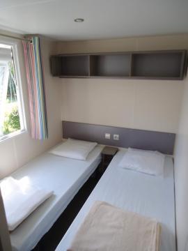 Camping les Grissotières location Mobil home chambre 3 deux lits de 80/190