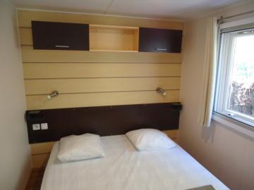 Camping les Grissotières location Mobil home chambre 1 un lit de 160/200