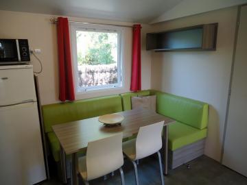 Camping les Grissotières location Mobil home Anne Bonny salon