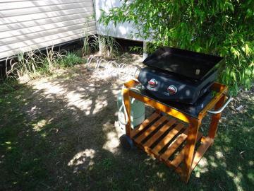 Camping les Grissotières location Mobil home Anne Bonny plancha gaz