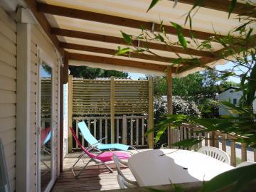 Camping les Grissotières location Mobil home Anne Bonny terrasse