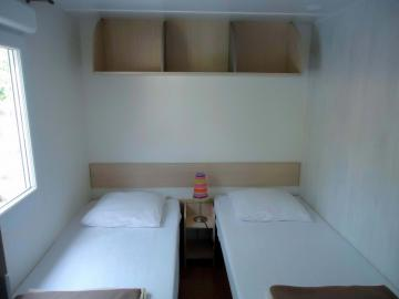 Camping Les Grissotières location Mobil home Francis Drake chambre 2 deux lits 80/190