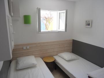 Camping les Grissotières location maison Oléronaise chambre 2  deux lits 90/190