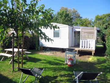 Camping les Grissotières location Mobil home grand jardin