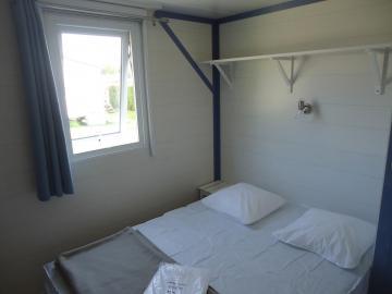 Camping les Grissotières location Mobil home chambre 1 un lit 140/190