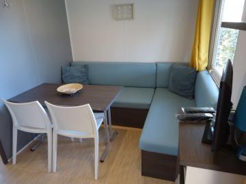 Camping les Grissotières hébergement en mobil-home salon