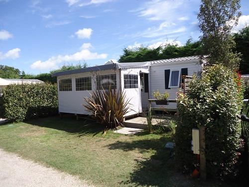 Camping les grissotières location mobil-home Jack Rachkam avec grand jardin