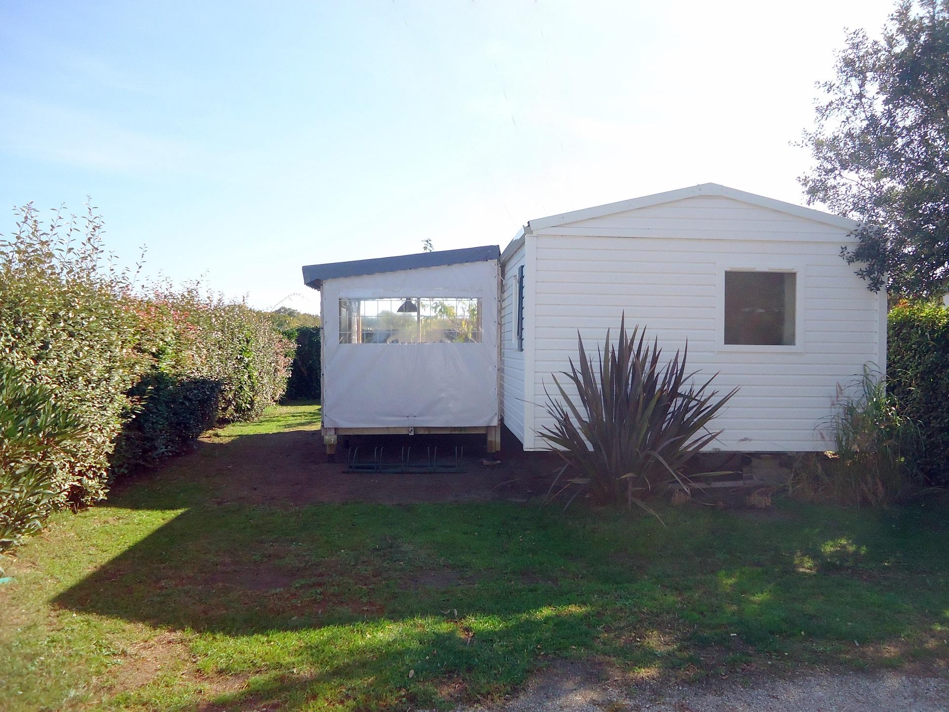 Camping les grissotières alquiler casa móvil Jack Rachkam con gran jardín